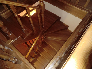 лестница для загородного коттеджа